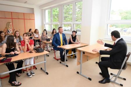 Foto a video: Stredná zdravotnícka škola v Prievidzi otvorená. Do prvého ročníka nastúpilo 48 žiakov 3
