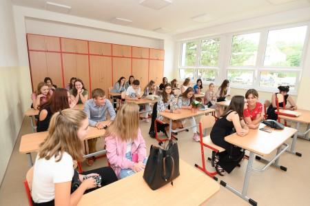 Foto a video: Stredná zdravotnícka škola v Prievidzi otvorená. Do prvého ročníka nastúpilo 48 žiakov 4