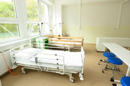 Foto a video: Stredná zdravotnícka škola v Prievidzi otvorená. Do prvého ročníka nastúpilo 48 žiakov 10