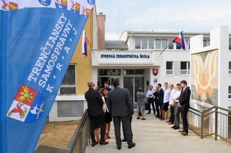 Foto a video: Stredná zdravotnícka škola v Prievidzi otvorená. Do prvého ročníka nastúpilo 48 žiakov 15