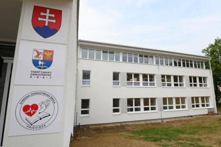 Foto a video: Stredná zdravotnícka škola v Prievidzi otvorená. Do prvého ročníka nastúpilo 48 žiakov 16