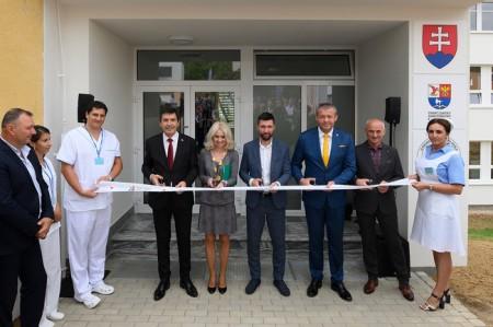Foto a video: Stredná zdravotnícka škola v Prievidzi otvorená. Do prvého ročníka nastúpilo 48 žiakov 19