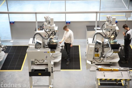 Foto a video: 400 nových pracovných miest pribudne v Prievidzi po dostavbe tretej výrobnej haly spoločnosti Brose 6