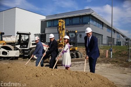Foto a video: 400 nových pracovných miest pribudne v Prievidzi po dostavbe tretej výrobnej haly spoločnosti Brose 30