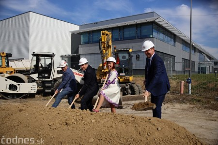 Foto a video: 400 nových pracovných miest pribudne v Prievidzi po dostavbe tretej výrobnej haly spoločnosti Brose 31