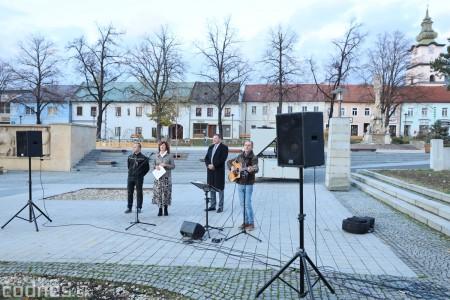 Foto a video: Slávnostné odhalenie pamätníka 30. výročia Novembra 1989 na Námestí Slobody v Prievidzi 0