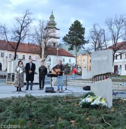 Foto a video: Slávnostné odhalenie pamätníka 30. výročia Novembra 1989 na Námestí Slobody v Prievidzi 7