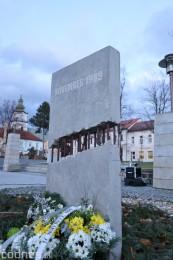 Foto a video: Slávnostné odhalenie pamätníka 30. výročia Novembra 1989 na Námestí Slobody v Prievidzi 11