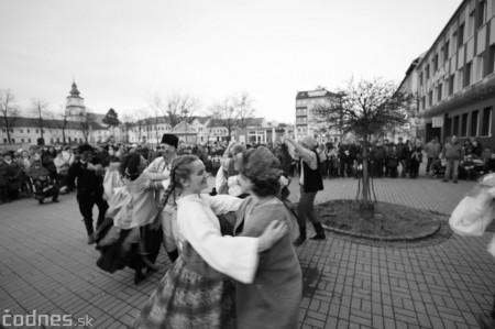Foto: Fašiangy na námesti v Prievidzi a fašiangový sprievod 2020 26