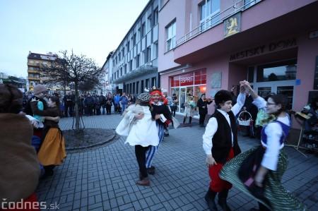 Foto: Fašiangy na námesti v Prievidzi a fašiangový sprievod 2020 27