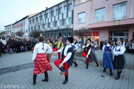 Foto: Fašiangy na námesti v Prievidzi a fašiangový sprievod 2020 42