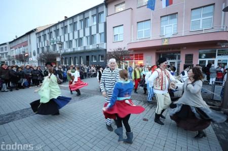 Foto: Fašiangy na námesti v Prievidzi a fašiangový sprievod 2020 44