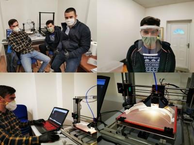 Video a foto: V Prievidzi začali 3D tlač ochranných štítov pre zdravotníkov vďaka verejnej zbierke a dobrovoľníkom