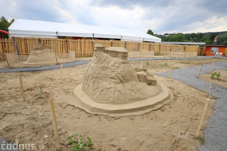 Ihrisko pod farou Bojnice - Gumy land, pieskové sochy, bistro 25