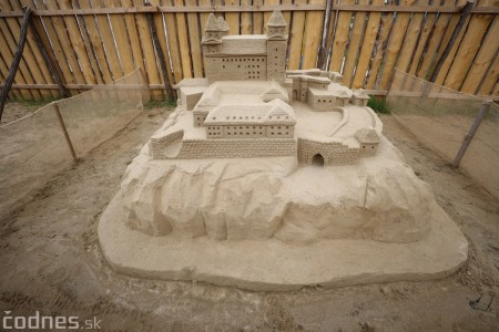 Ihrisko pod farou Bojnice - Gumy land, pieskové sochy, bistro 42