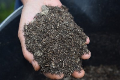 Obyvatelia Prievidze môžu dostať kompost z mestskej kompostárne zadarmo