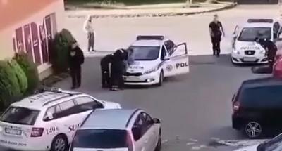 Video: Muž v Prievidzi vytiahol neďaleko námestia zbraň