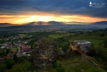 Foto: Hrad Sivý kameň Podhradie - západ slnka a nočná obloha 0