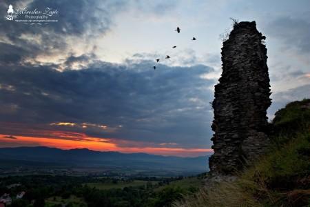 Foto: Hrad Sivý kameň Podhradie - západ slnka a nočná obloha 1