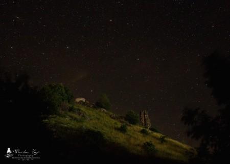 Foto: Hrad Sivý kameň Podhradie - západ slnka a nočná obloha 3