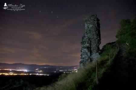 Foto: Hrad Sivý kameň Podhradie - západ slnka a nočná obloha 8