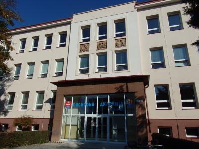 Koronavírus: Obchodná akadémia v Prievidzi hlási nakazených