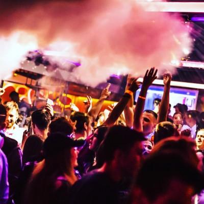 Diskotéky a zábavy v Prievidzi dostali stopku. Svadby majú výnimku