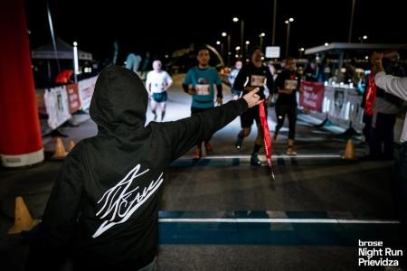 Foto a video: Prievidzu večer ovládol prvý ročnik nočného behu Brose Night Run Prievidza 1