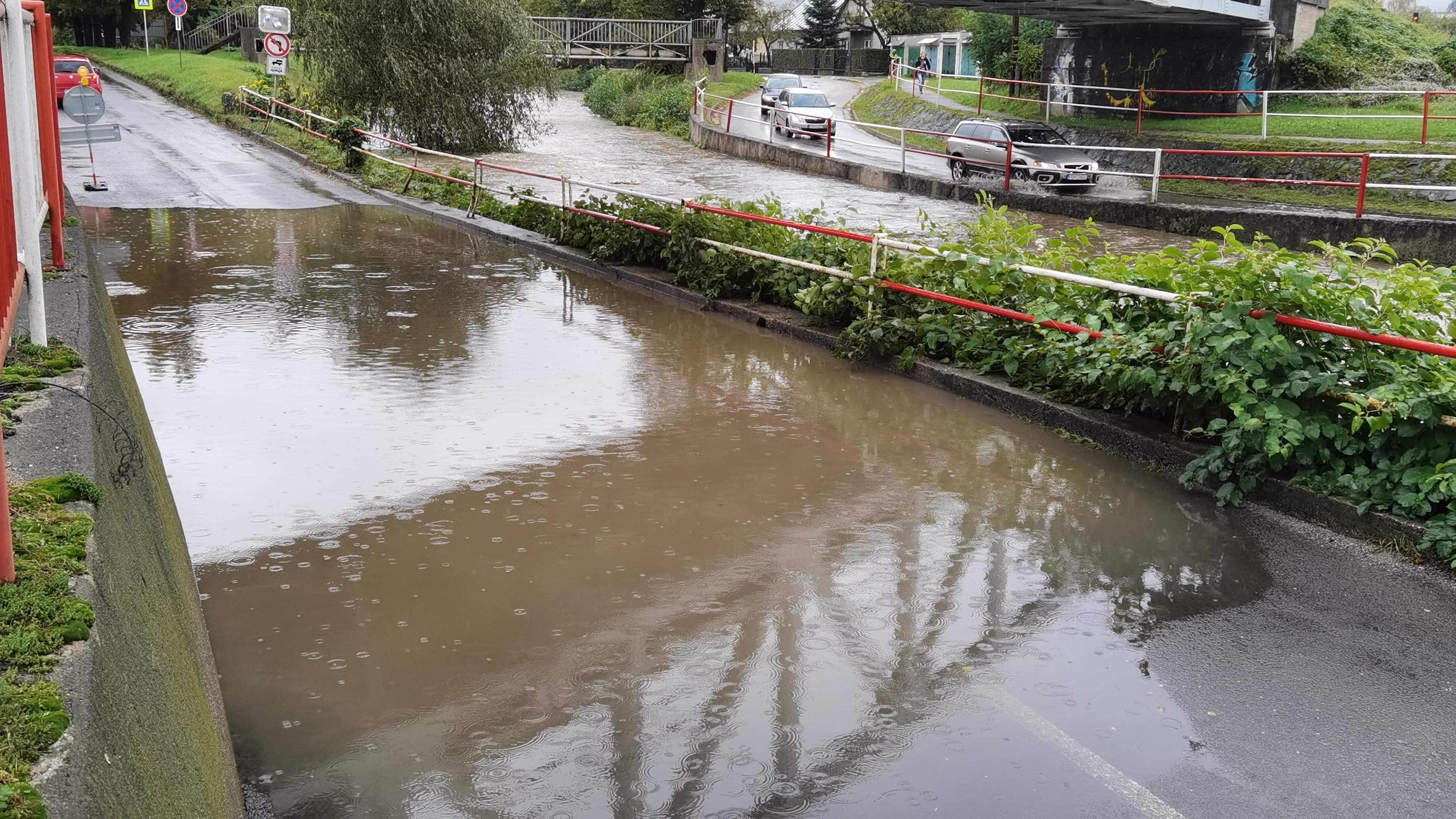 Pre okres Prievidza zvýšili výstrahu pre povodeň z trvalého dažďa