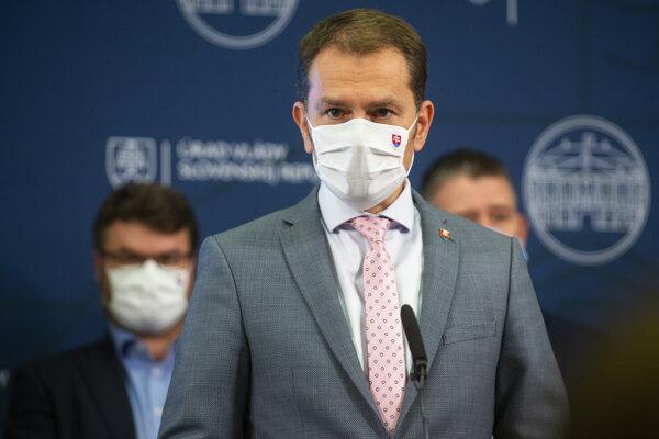 Koronavírus: Celoplošné testovanie, miernejší lockdown a zákaz vychádzania. Premiér Matovič oznámil nové opatrenia