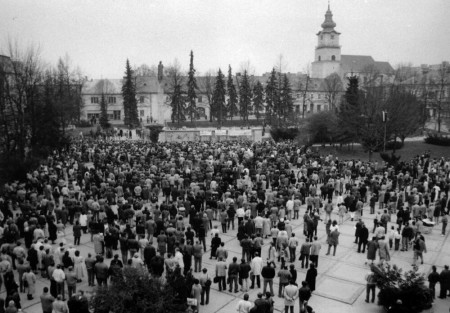 Foto: Ako vyzeral 17. november 1989 v Prievidzi? 0