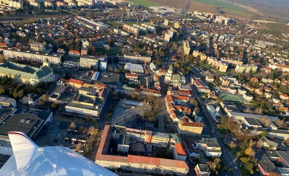 Protesty proti vláde a protiepidemickým opatreniam sa v utorok  popoludní konali i v Prievidzi