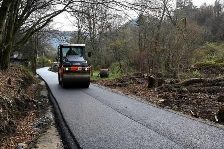 V Čavoji pribudla nová obchádzková trasa. Pomôcť má obyvateľom obce počas rekonštrukcie zosunutého úseku cesty 6