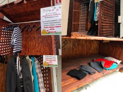 Foto: V Prievidzi sa dobrovoľníkom podarila skvéla vec. Otvorili prvý verejný šatník.
