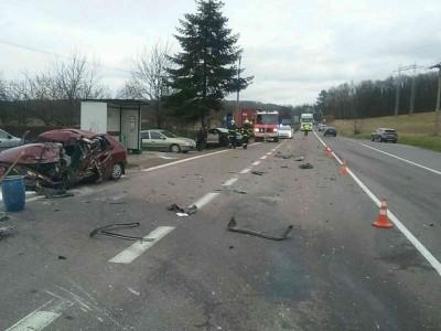 Tragédia pri Prievidzi: Zrážka áut s kamiónom si vyžiadala jeden ľudský život