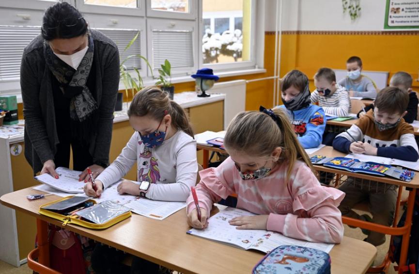 Prievidza: Do základných škôl nastúpilo približne 86 percent žiakov