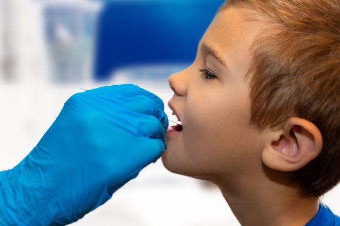 Matovič chce školákov testovať viackrát týždenne, uprednostňuje výter z nosa