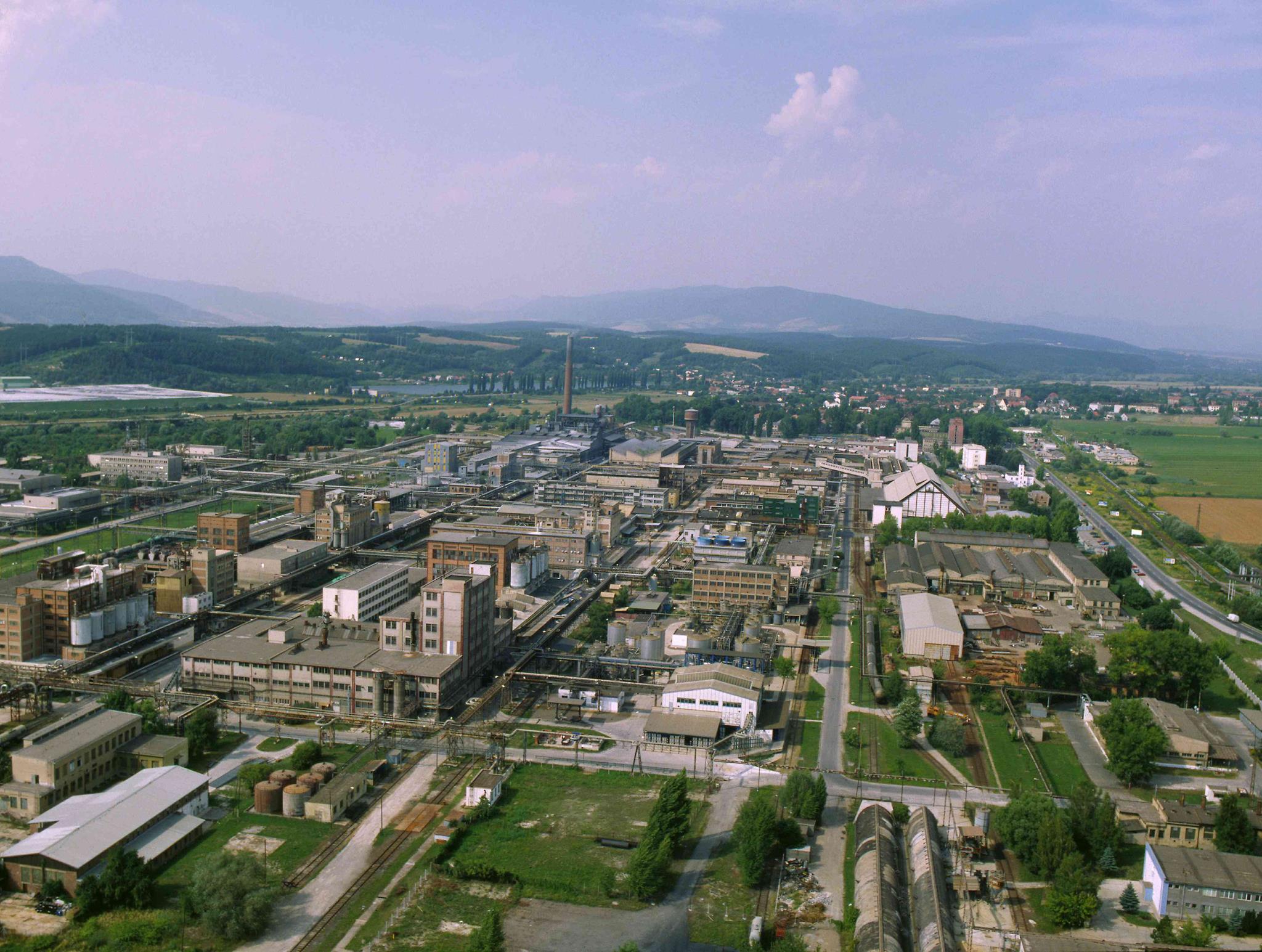 Zadĺženú chemičku Fortischem v Novákoch predali novému investorovi za jedno euro.