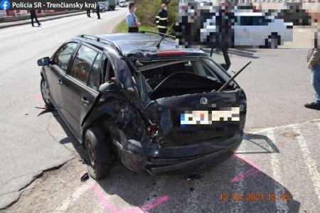 Video: V Prievidzi dnes na Košovskej ceste havaroval motorkár. Na 5 rokov mal pritom zadržaný vodičský preukaz. 2