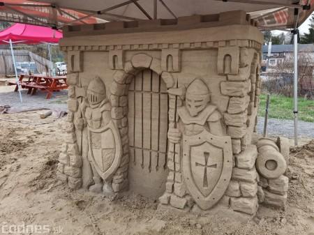 Foto: Pieskové sochy v Bojniciach budú aj tento rok. Práce na nových sochách práve prebiehajú 3