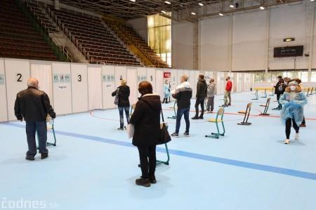 Foto a video: V Prievidzi dnes otvorili veľkokapacitné očkovacie centrum. Tento víkend zaočkujú 2000 ľudí 6