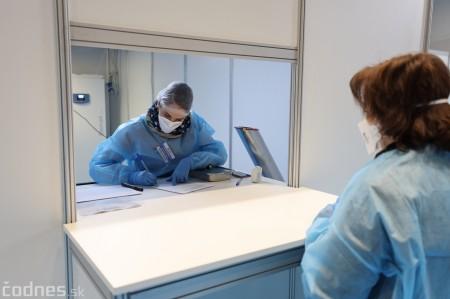 Foto a video: V Prievidzi dnes otvorili veľkokapacitné očkovacie centrum. Tento víkend zaočkujú 2000 ľudí 10