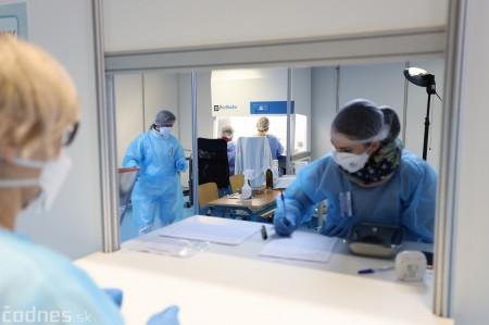 Foto a video: V Prievidzi dnes otvorili veľkokapacitné očkovacie centrum. Tento víkend zaočkujú 2000 ľudí 12