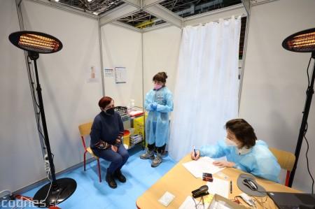 Foto a video: V Prievidzi dnes otvorili veľkokapacitné očkovacie centrum. Tento víkend zaočkujú 2000 ľudí 17