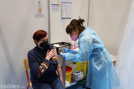 Foto a video: V Prievidzi dnes otvorili veľkokapacitné očkovacie centrum. Tento víkend zaočkujú 2000 ľudí 18