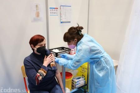 Foto a video: V Prievidzi dnes otvorili veľkokapacitné očkovacie centrum. Tento víkend zaočkujú 2000 ľudí 19