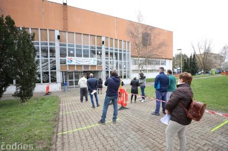 Foto a video: V Prievidzi dnes otvorili veľkokapacitné očkovacie centrum. Tento víkend zaočkujú 2000 ľudí 39