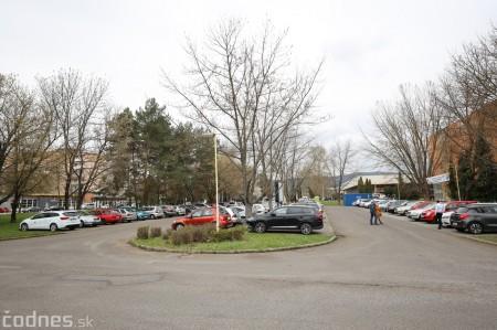 Foto a video: V Prievidzi dnes otvorili veľkokapacitné očkovacie centrum. Tento víkend zaočkujú 2000 ľudí 41