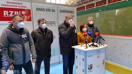 Foto a video: V Prievidzi dnes otvorili veľkokapacitné očkovacie centrum. Tento víkend zaočkujú 2000 ľudí 42