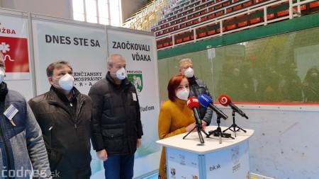 Foto a video: V Prievidzi dnes otvorili veľkokapacitné očkovacie centrum. Tento víkend zaočkujú 2000 ľudí 43